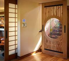 Portes anciennes en bois et portes en bois haut de gamme : le travail d'un artisan, irremplaçable !