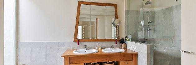 Comment bien nettoyer une douche vitrée ?